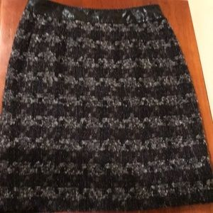 A tweed Tory Burch skirt in size 8